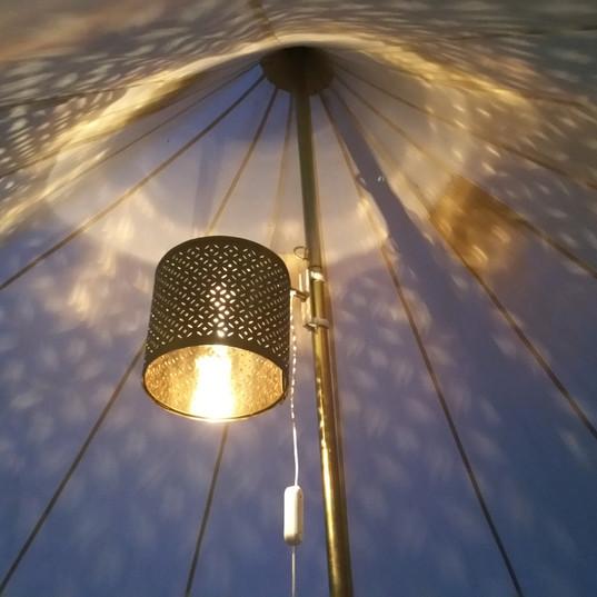 Elektrisk lampe i alle telt