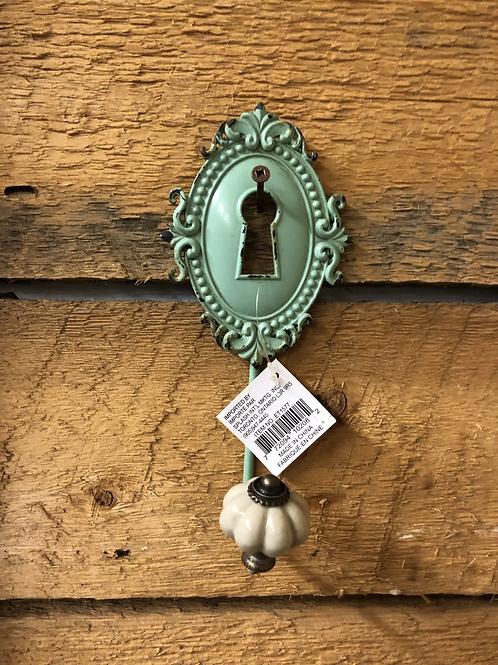 "Green Keyhole Hook 8"""