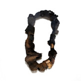 Aiken collar  22 x 45,5 x 8,5 cm.  Ph: Pablo Villarroel