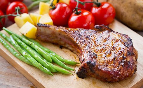 pork%20chop%20serve%20with%20vegetable%20on%20wooden%20board_edited.jpg
