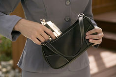 concealed_20weapon_20in_20purse.jpg