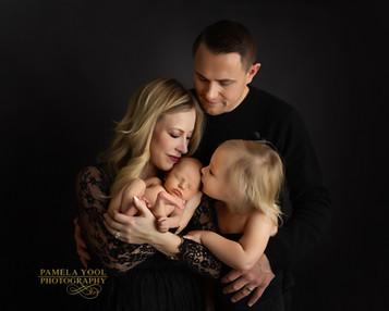 Best Newborn and Family Photgraphy Studio
