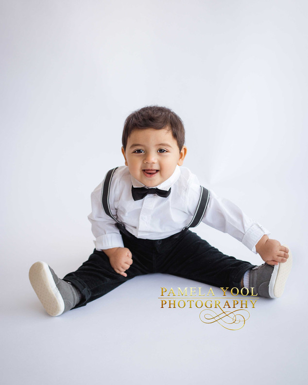Classic All White First Birthday and Cake Smash Photography Toronto Photo Studio