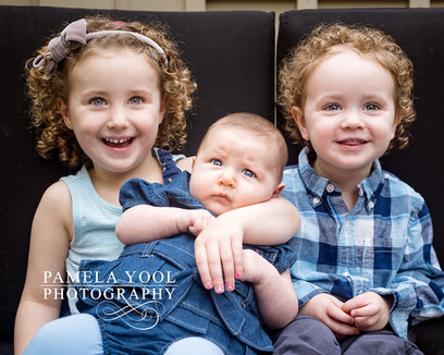 Baby and child photography - Sibling outdoor portrait session