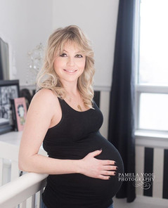 maternity lifestyle photos at home