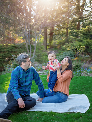 Outdoor Family Photoshoot in Park Toronto