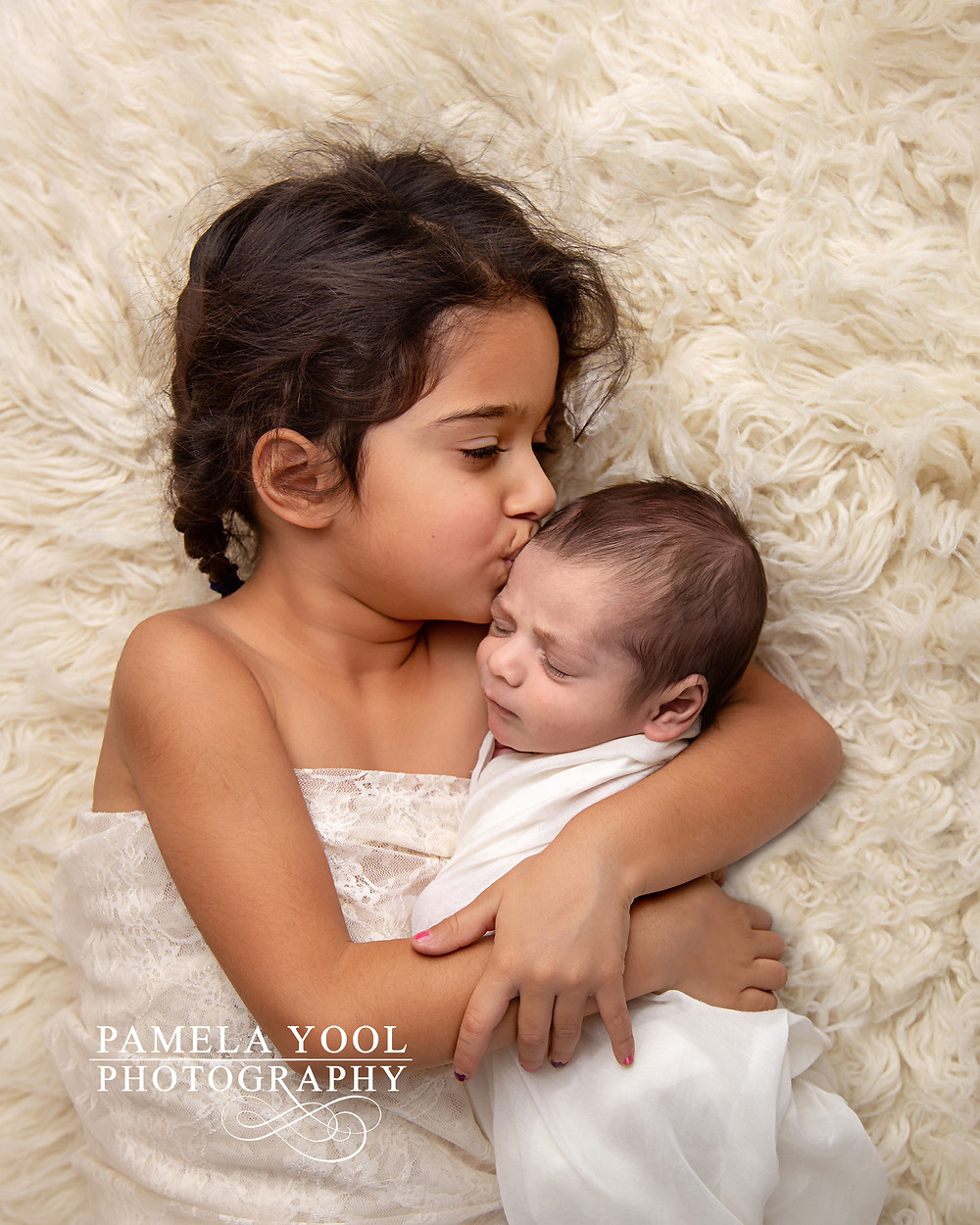 Newborn and sibling photos Toronto