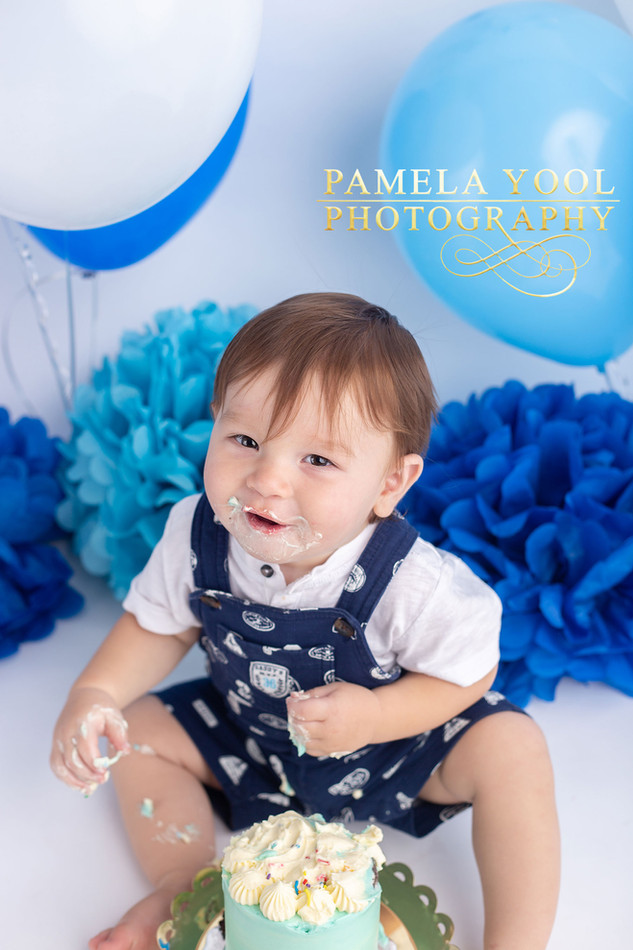 One year old first Birthday Portraits