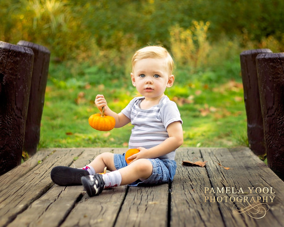 Toronto child photographer - Portrait in the park