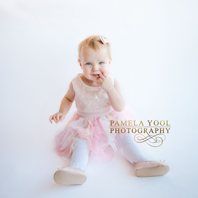 Simple First Birthday and Cake Smash Photography Toronto Photo Studio