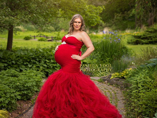 Elegant Outdoor Maternity Portraits | Pamela Yool Photography | Toronto