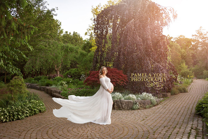 Maternity Photographer with make-up and dresses included
