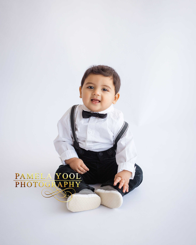 Classic First Birthday Cake Smash Photography in Toronto Photo Studio