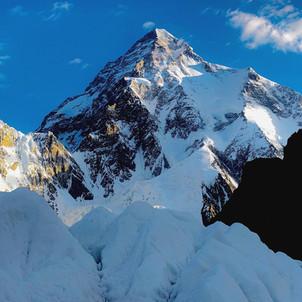 Tragedia y éxito en el K2 invernal