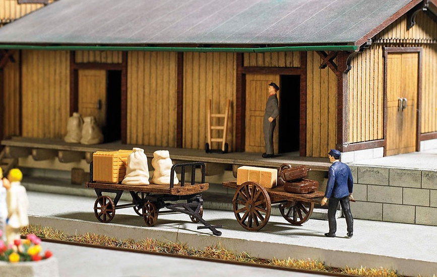 "Busch 1625,  Carros de equipajes con maletas - ""Action Set"""