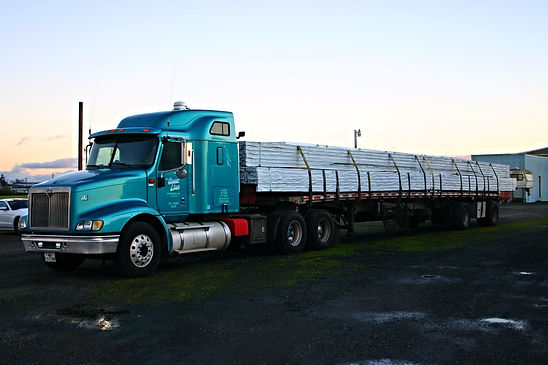 Semi Truck with flatbed freight in Oregon