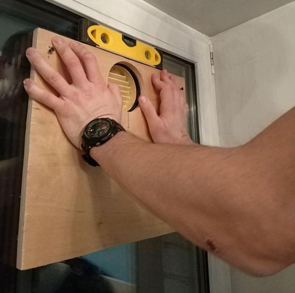 Монтаж бризера на стеклопакет: подготовительная работа