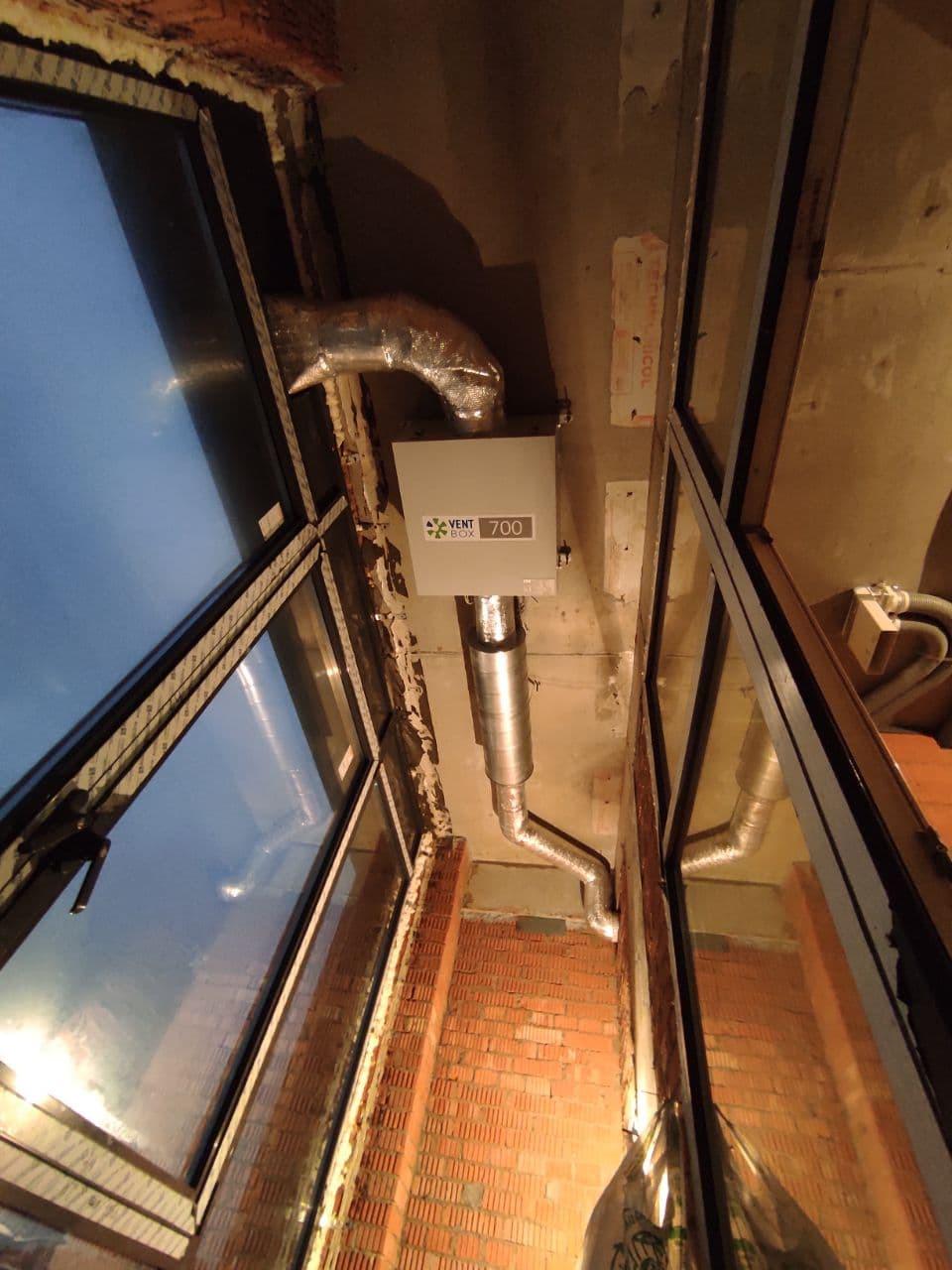 Приточная установка Вентбокс-700 ЕС на лоджии