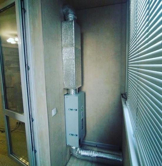 Приточная установка Вентбокс-300 на балконе
