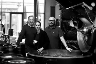 Boris Rogosch (l.) mit Thomas Kliefoth (r.) und Anna Taschinski (Mitte)