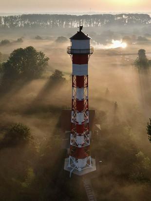 05_dh2103_inlove_elbinselhof-krautsand-leuchtturm2_web.jpg