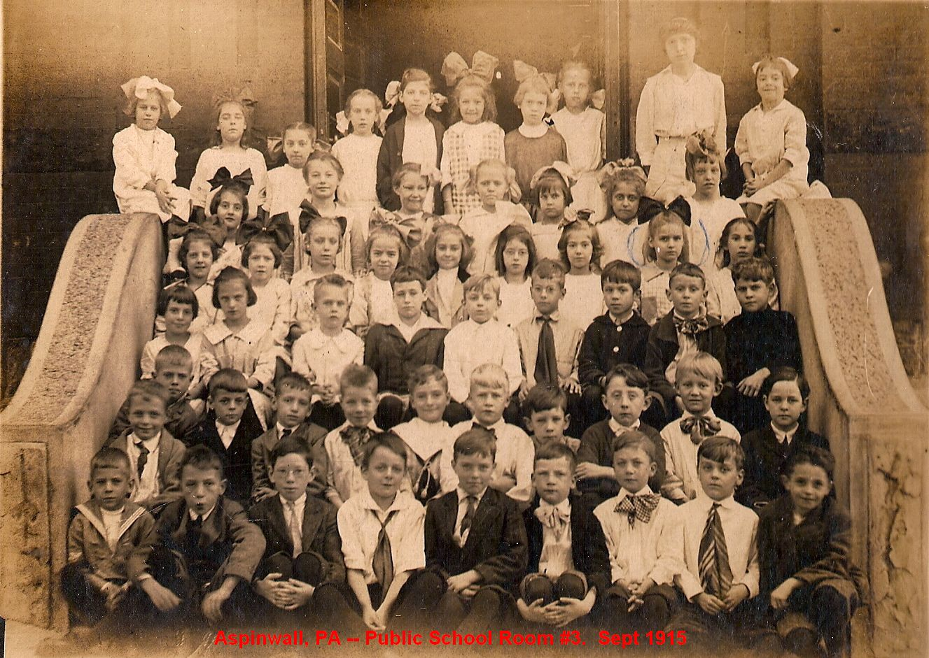 09-Aspinwall-PA-Public-School-Room-3-Sept-1915 (1).jpg
