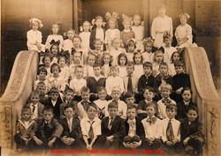 09-Aspinwall-PA-Public-School-Room-3-Sept-1915 (1).jpg