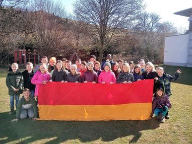 VS Sieggraben 100 Jahre Burgenland Gruppe Fahne2