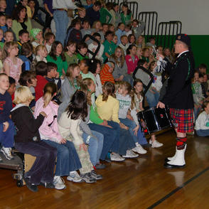 Entertaining students at the Whittier Elementary School in Butte in 2007