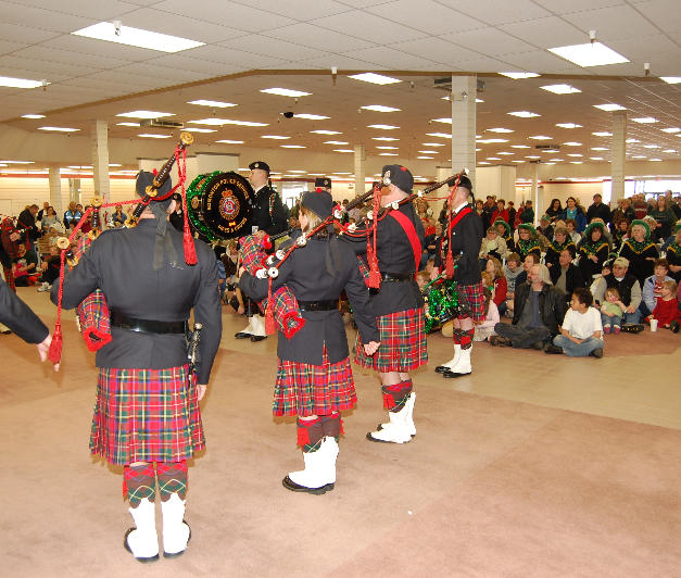 Butte Plaza Mall entertaining Shoppers