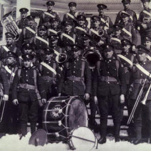 This is a shot of EPS Pipers with PPCLI sometime during WW1.