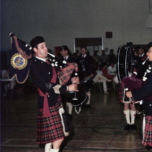 P/M Dave Scott and Piper Doc Jardine play a duet at the Farewell to Headquarters Party, May 1982.