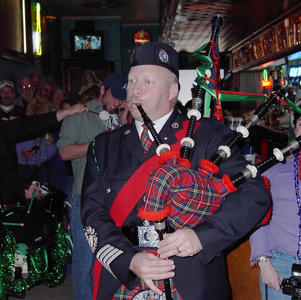 Pipe Major McKee playing in Club 13 in 2003