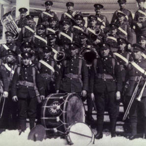 This is a shot of EPS Pipers with the PPCLI sometime during WW1.
