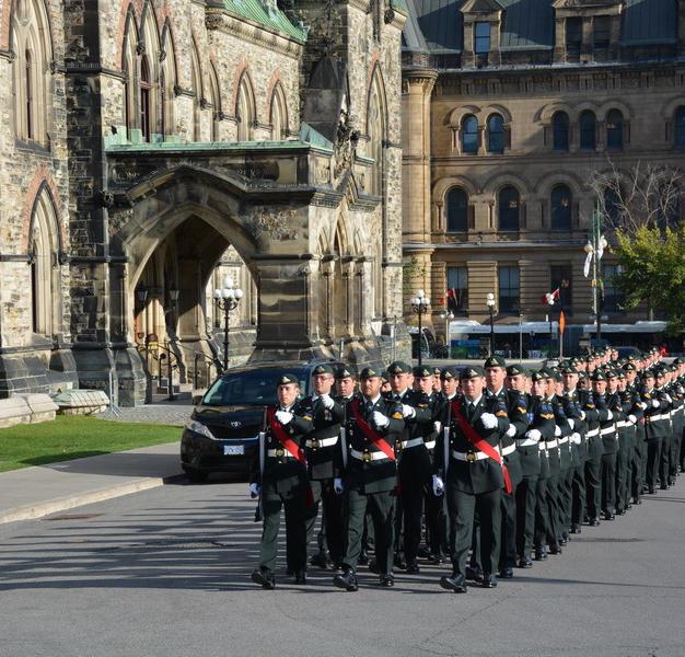 Van Doos (Royal 22nd Regiment) arriving for Sunset Ceremony at Parliament Hill