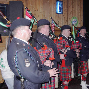 Pipers at the Cinz