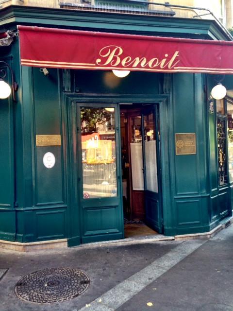 עוד יום בו התפספסה ארוחת הצהרים – מתוסכלת מחוץ ל Benoit.jpg