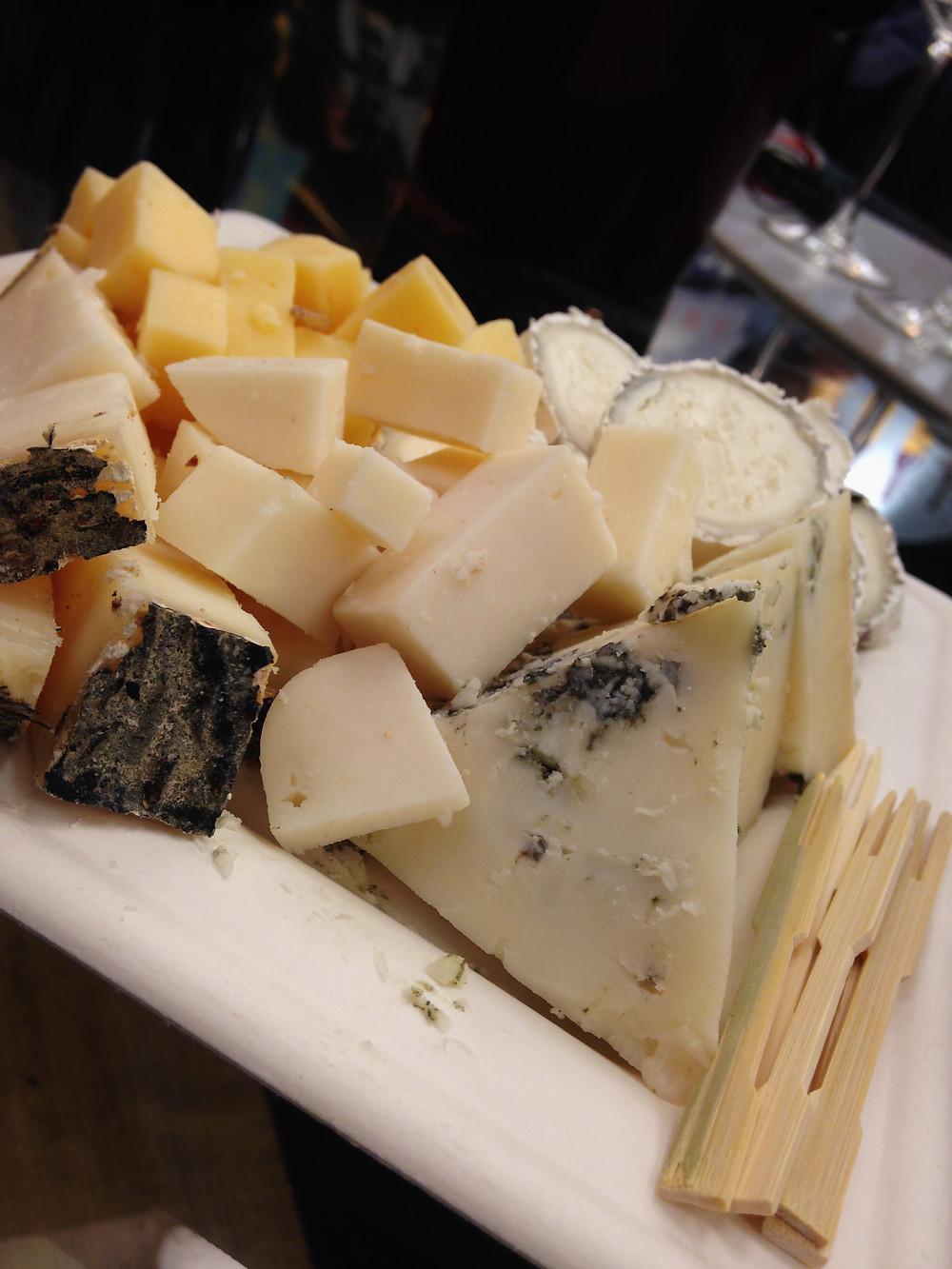 גבינות משק יעקבס - הדוכן הכי מבוקש.JPG