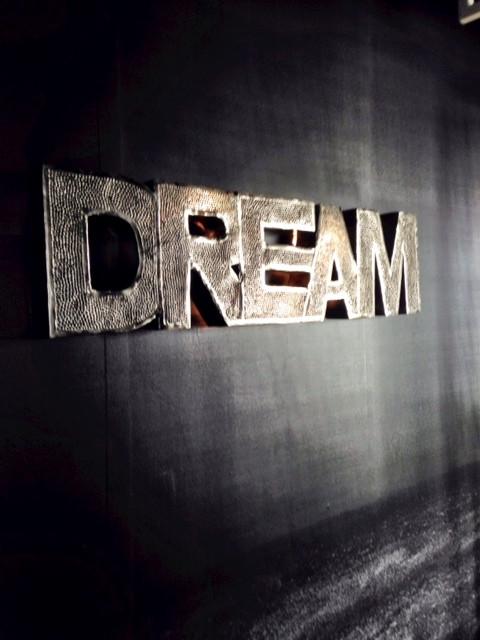 נותר לי לחלום.jpg
