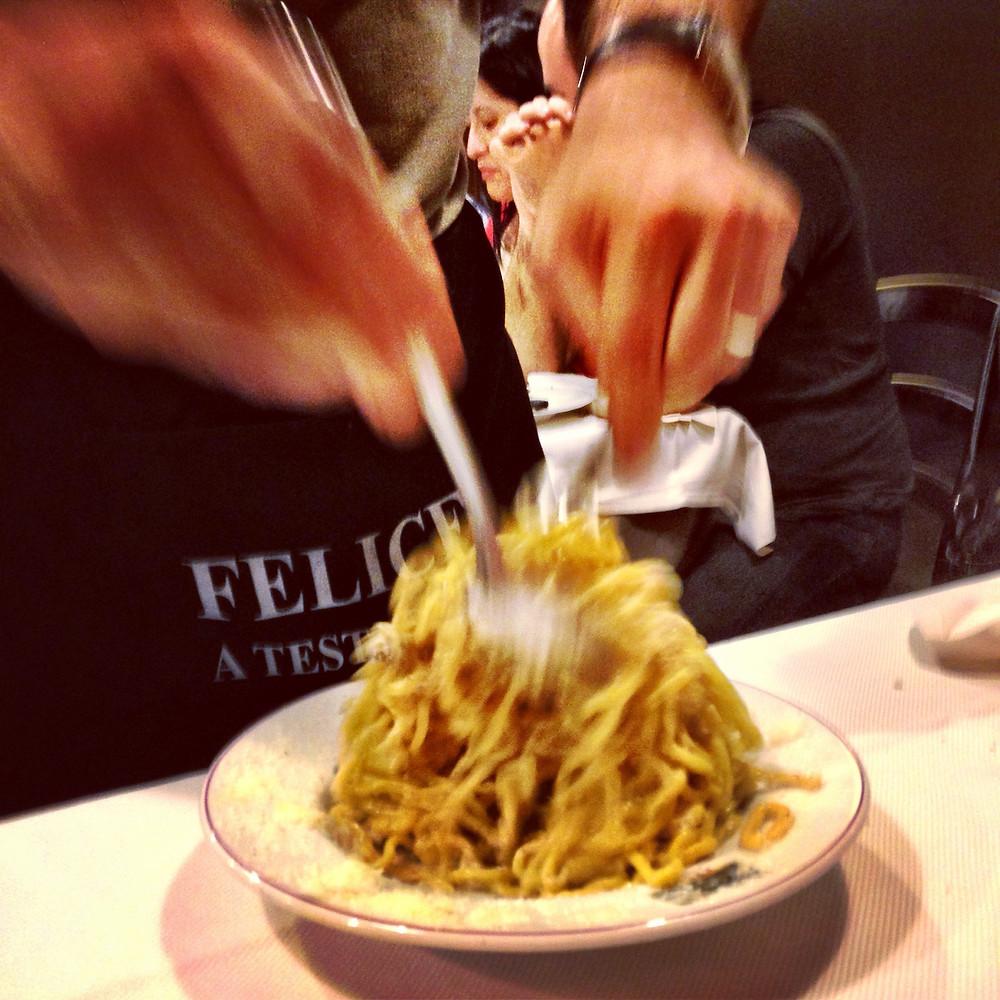 הדבר הכי טוב שקרה ב Felice  הוא ערבוב הפסטה על ידי המלצר בשולחן.JPG