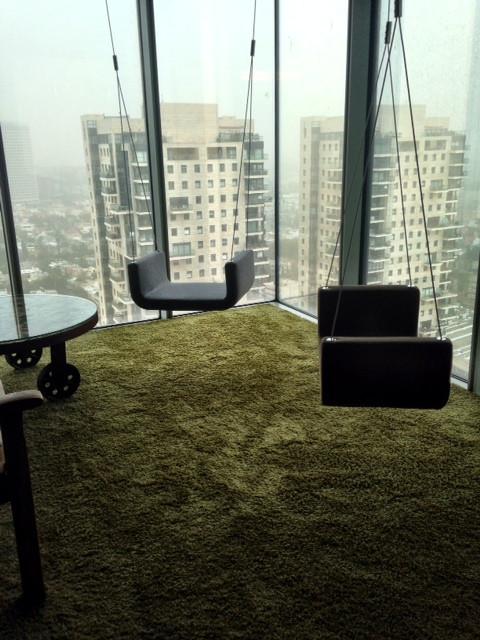 להתנדנד בעננים - משרדי גוגל תל אביב.jpg
