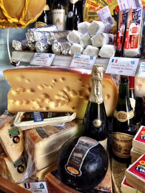עשרות גבינות לבחירה.jpeg