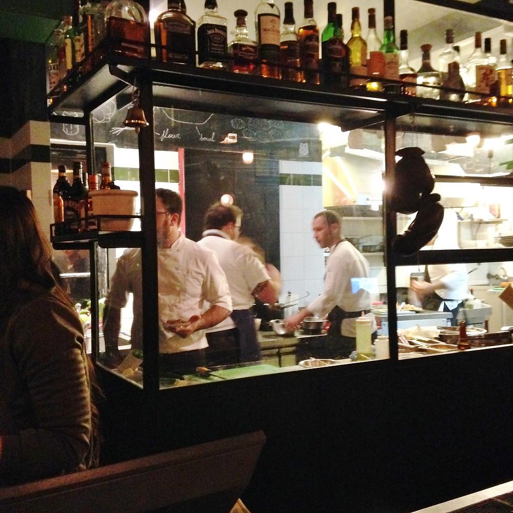 המטבח של מטבח לילה בניצוחו של בועז פלד.JPG