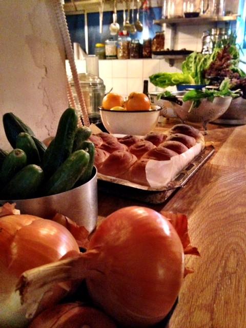 ירקות על הבר - חוש העיצוב של אייל שני בכל פינה.jpg
