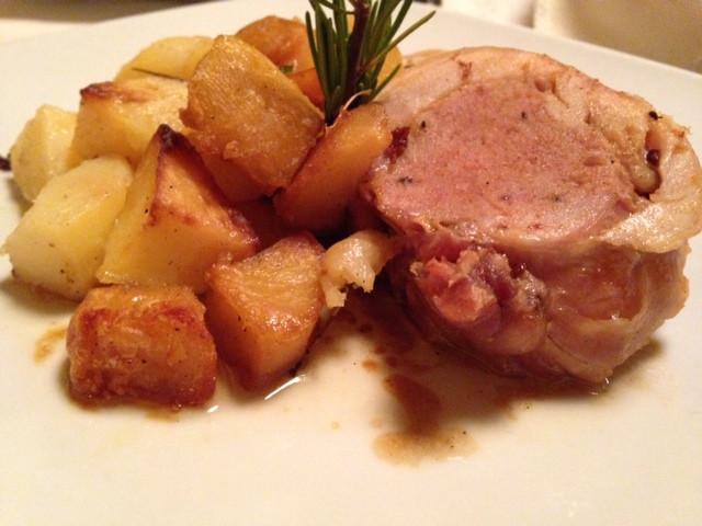 ארנב ממולא לצד תפוחי האדמה הטעימים - Trattoria Monti.JPG
