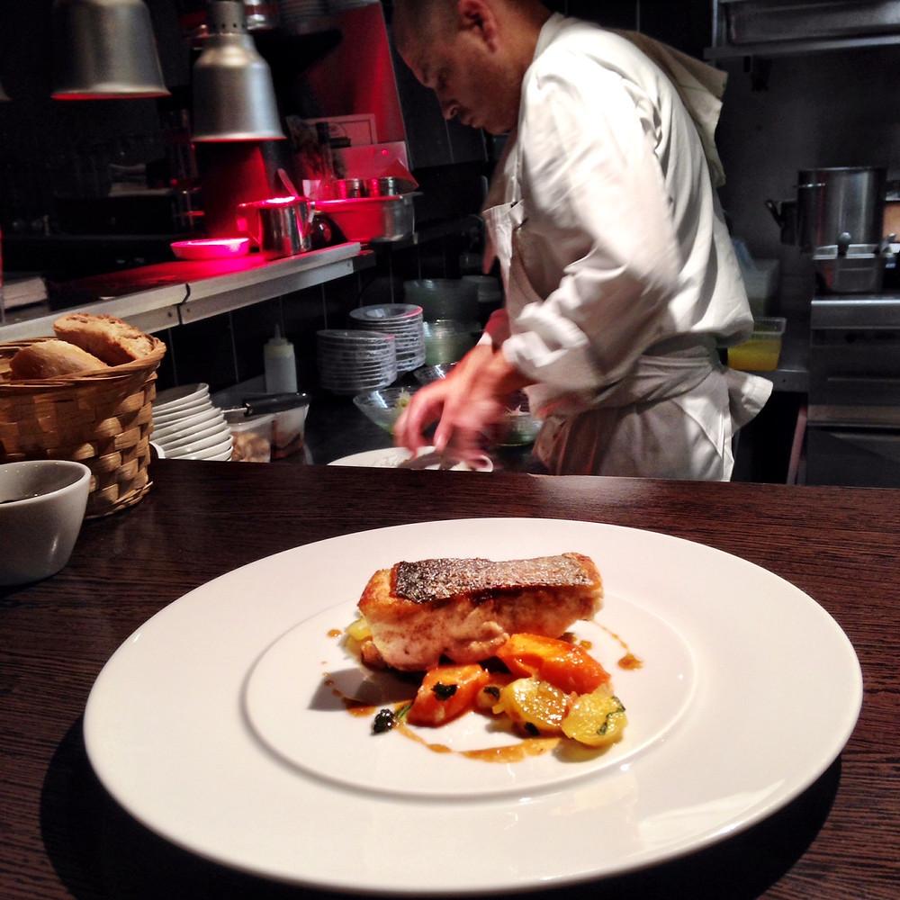 L'Agrume – ממליצה לשבת על הבר שף כדי לצפות בכל הנעשה במטבח.jpg