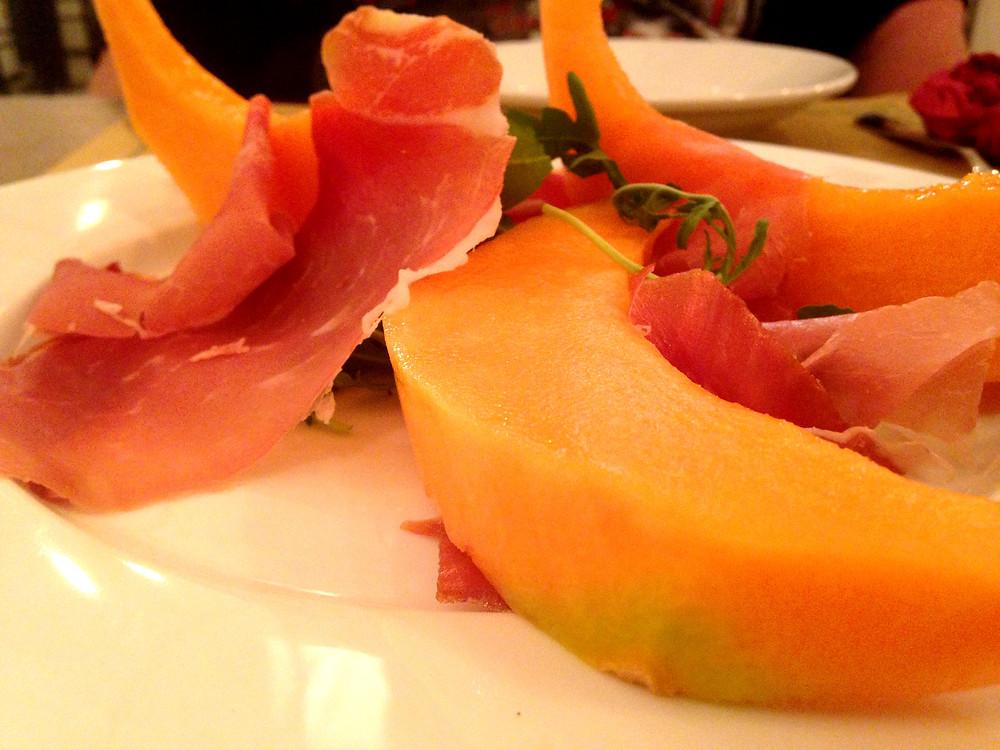 פרושוטו עם מלון - שילוב איטלקי אידיאלי.JPG