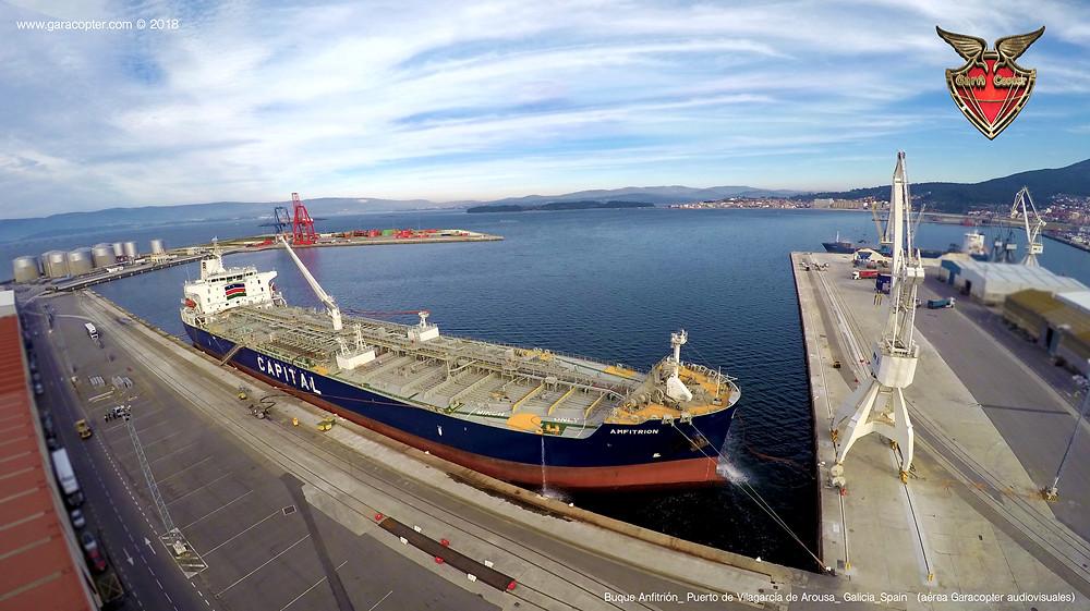 Buque Anfitrion (Puerto marítimo de Vilagarcía) por Garacopter ©2018