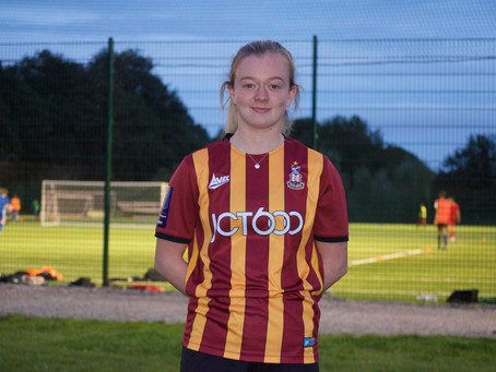 Players Profiles - Ellie Prothero