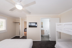 Large deluxe cabin - bedroom with bunks and ensuite